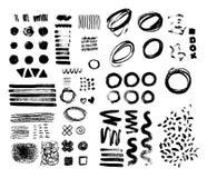 Forme strutturate crude della spazzola disegnata a mano Gli scarabocchi disegnati a mano casuali dell'inchiostro nero hanno messo Immagine Stock