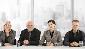 Formeel businessteamportret van generaties stock foto's