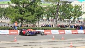 Formel 1 gör en vänd på fläcken G-drev show stock video