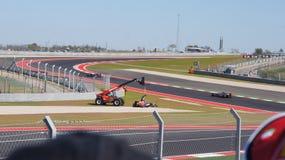 Formel 1-Rennwagen wird in den Stromkreis des Amerikas, 2012, Austin, Texas hochgezogen Lizenzfreies Stockbild