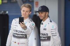 Formel 1, 2015: Selfie av Nico Rosberg och Lewis Hamilton Royaltyfri Fotografi
