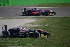 Formel 3 som är drivande vid John Simonyan på Monza Arkivbild
