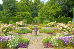 Formele Engelse tuin. Stock Foto's