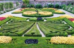 Formell trädgård i Albi fotografering för bildbyråer