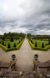 Formell trädgård på en molnig dag i Dublin Arkivfoton