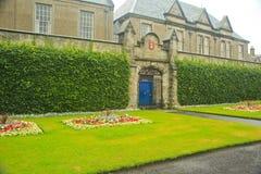 Formell trädgård, universitet av St Andrews, StAndrews, UK Arkivfoton