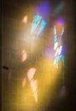Formen vom Licht von den Buntglasfenstern stockfoto