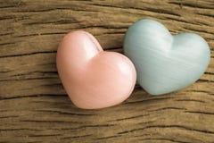 Formes de coeur au-dessus de table en bois Fond de jour de Valentine Amour, Photos libres de droits