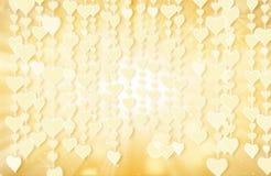 Formes de coeur d'or et lumières s'arrêtantes de bokeh Image libre de droits