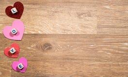 Formes de coeur et lettres d'amour pour le jour du ` s de Valentine Photo libre de droits