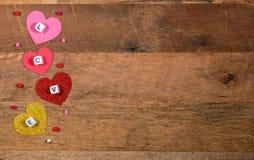 Formes de coeur et lettres d'amour pour le jour du ` s de Valentine Photo stock