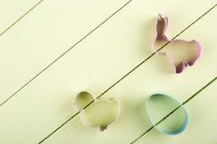 Formes de lièvres, poulet, oeuf, endroit pour le texte photographie stock libre de droits