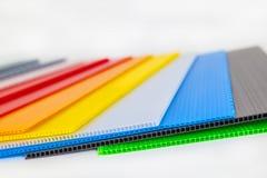 Formes de polystyrène dans différentes couleurs et tailles Photographie stock