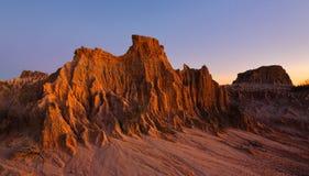 Formes de relief sculptées dans le désert Images libres de droits