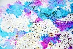 Formes de scintillement d'aquarelle dans les tonalités bleues violettes Photos libres de droits