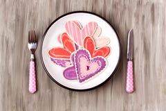 Formes en bois de coeur d'un plat d'émail Photos stock