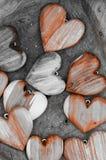 Formes en bois de coeur sur le fond brun Images stock