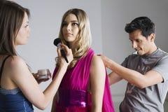 FormgivareAnd Artist Preparing modell för fotofors Royaltyfria Foton