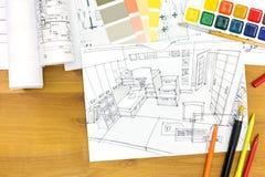 Formgivarearbetsplats med teckningsmaterial Arkivfoton