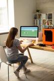 FormgivareMaking Digital 3D modell för utskrift Royaltyfria Foton