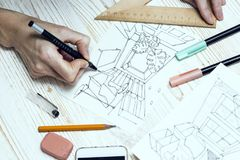 Formgivaren gör en skissa av inre Fotografering för Bildbyråer