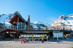 formigal станция испанского языка лыжников лыжи Стоковые Изображения