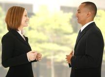 Formloses Geschäfts-Gespräch Lizenzfreie Stockfotografie