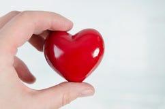 formmodell för hjärta 3D i hand Royaltyfria Foton