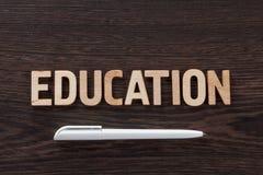 Formułuje edukacja pisać letterpress typ na ciemnym drewnianym tle zdjęcia royalty free
