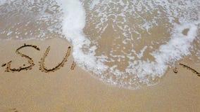Formułuje lato na piasku który wycierał daleko częsciowo morze falą zdjęcie wideo
