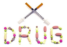 Formułuje leka robić od pastylek i dwa krzyżującej insulinowej strzykawki grżą filtrujący odosobnionego Obrazy Stock