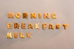 Formułuje ranek, śniadanie, mleko od abecadło kukurydzanych płatków odizolowywających na popielatym Zdjęcie Stock