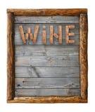 Formułuje wino kształtującego korkami nad drewnianą ramą Zdjęcie Royalty Free