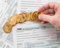 Formulário 1040 das moedas de ouro maciço 2014 Foto de Stock Royalty Free