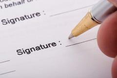 Formulário de assinatura da pena Imagem de Stock