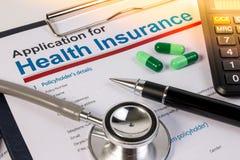 Formulário de candidatura para o seguro de saúde imagens de stock