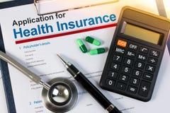 Formulário de candidatura para o seguro de saúde imagem de stock