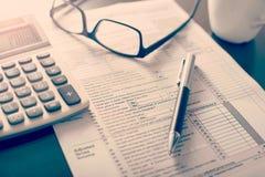 Formulário de declaração de rendimentos individual da renda, fotos de stock royalty free