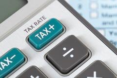 Formulário de declaração de rendimentos individual pelo IRS, conceito da renda para a tributação fotografia de stock