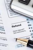 Formulário de declaração de rendimentos individual pelo IRS, conceito da renda para a tributação foto de stock royalty free