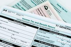 Formulário de imposto individual canadense fotos de stock