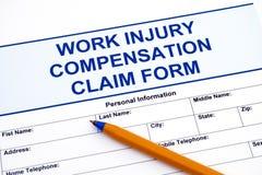Formulário de reclamação da compensação de ferimento de trabalho com pena imagem de stock