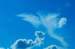 Formulário do pássaro nas nuvens Fotografia de Stock Royalty Free