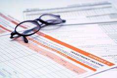 Formulário e vidros de imposto do investimento Imagem de Stock