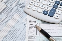 formulários de 1040EZ IRS Imagens de Stock