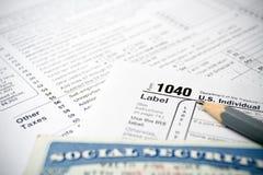 Formulários de imposto e cartão de segurança social Imagens de Stock