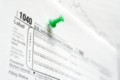 Formulários de imposto na placa de boletim Fotos de Stock