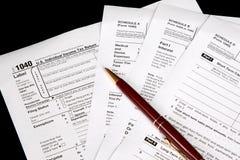 Formulários de imposto no fundo preto Fotografia de Stock Royalty Free