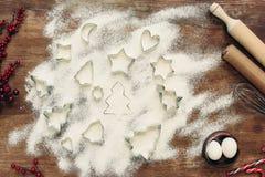 Formulários e ingredientes para cookies do Natal imagens de stock royalty free