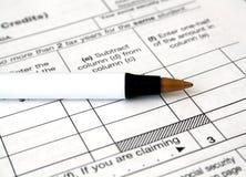 Formulários e pena de imposto Imagens de Stock